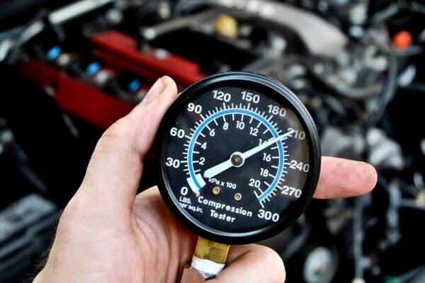 Замер компрессии в цилиндрах двигателя